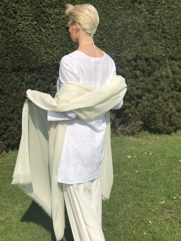 SUPERFINE OVERSIZED CASHMERE WRAP - PALE CREAM