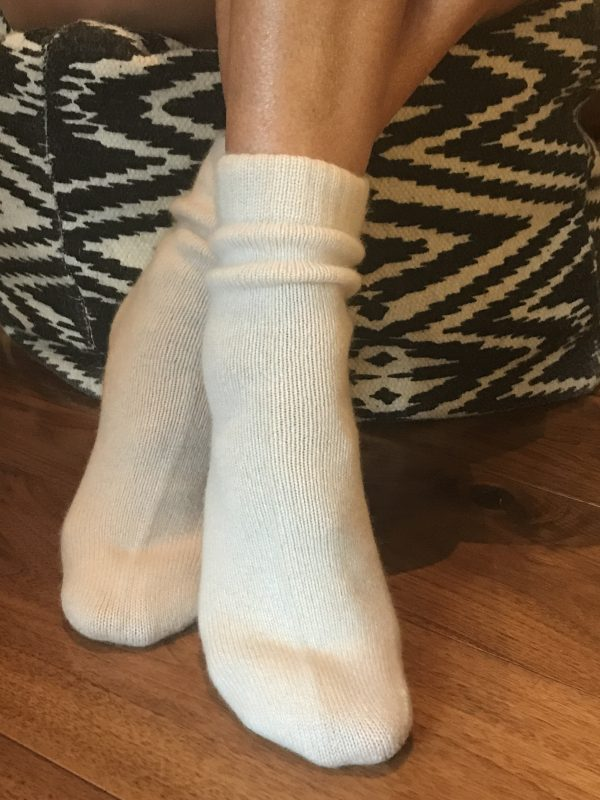 CASHMERE BED SOCKS - SOFT IVORY