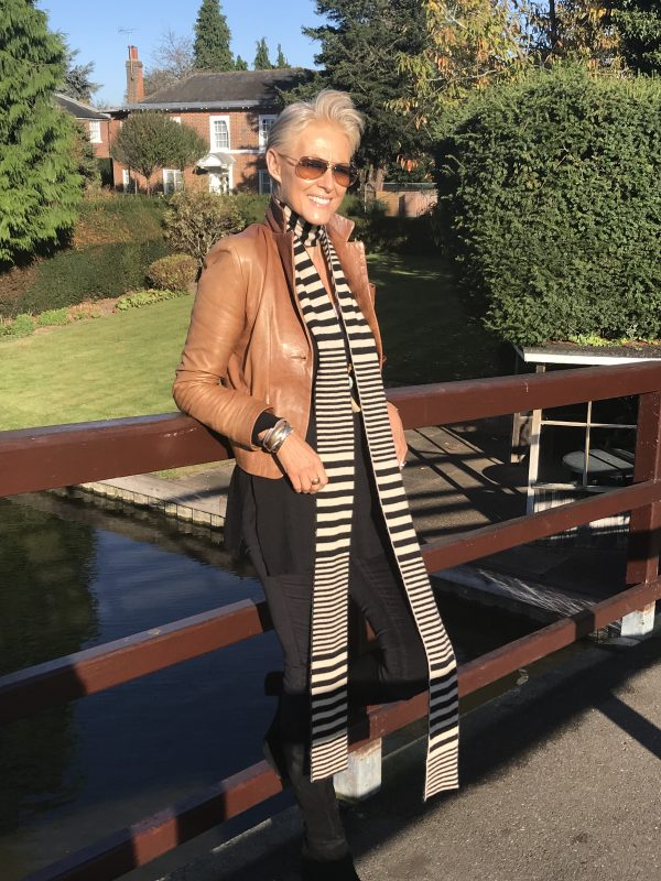 CASHMERE STRIPED SCARF - BLACK/LATTE