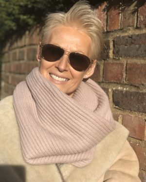 CASHMERE RIBBED SNOOD - DUSKY PINK